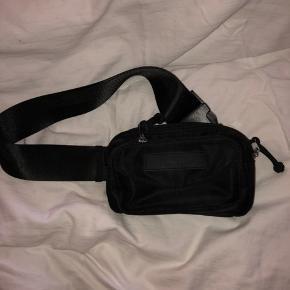 Sælger denne Daniel Silfen bæltetaske