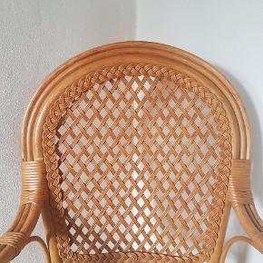 Fin stol i flet. God stand. Kan afhentes 7100 Vejle.