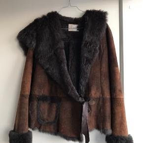 Vintage-jakke i kanin, str. M-L.
