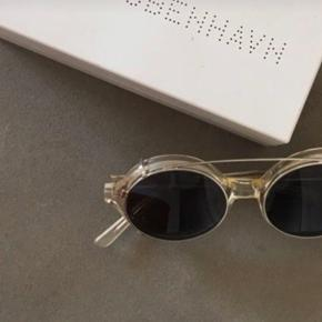 Sender ikke HAN Kjøbenhavn Solbriller Model: Doc Clip on Kun brugt til en photoshoot en gang.  Kvittering haves.  Nypris 1000,-
