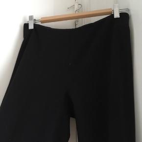 Sorte straightleg bukser. Højtaljede. Fejler ingenting 🌈