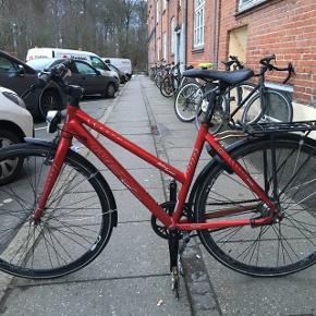 Rød MBK cykel sælges 5 år gammel og kører stadig rigtig godt.  Den kunne godt trænge til at få nye dæk, men ellers har den lige i december været til tjek og fået fikset gear. Giv et bud!