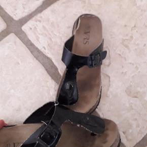 Brand: Sandaler Varetype: Sandaler Farve: Sort