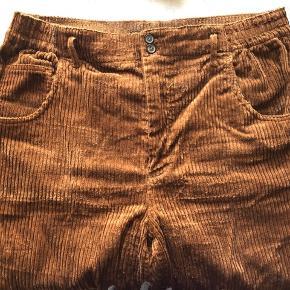 Brune fløjlsbukser