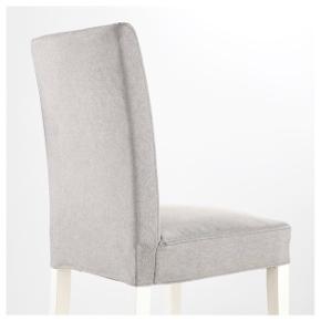 Sælger 4 stole uden betræk - stolene er brugt og der ses lidt ridser på de hvide ben ellers fin stand.