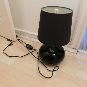 Bordlampe med dæmper Pærer følger med