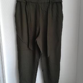 Fine grønne bukser, brugt få gange.