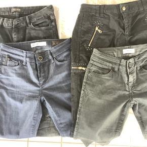 4 par Mos Mosh bukser str 28. Brugte nogle gange men ikke slidte. 3 par sorte og 1 par mørkeblå Sælges kr. 150 pr stk. Samlet sælges de for 499