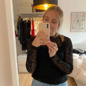 Super fin blondetop fra H&M, som kun er brugt en enkelt gang!
