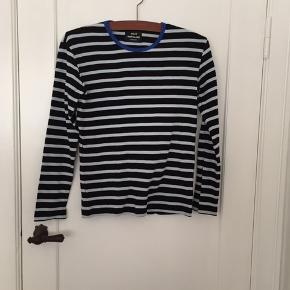Blå-stribet bluse fra Mads Nørgaard i str. S. Blusen er brugt enkelte gange, men fremstår i fin stand.