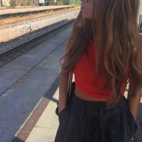 Sælger denne ægte læder nederdel som er købt i Moss Copenhagen. Nederdelen EF i fin stand og nyprisen var 650kr