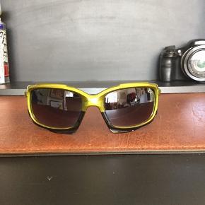 Oakley solbriller sælges..    Brugte, men i flot stand..     SE OGSÅ MINE ANDRE ANNONCER.. :D