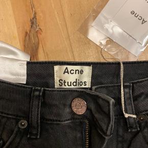 Helt nye acne jeans med prismærke. 26/34 Byd