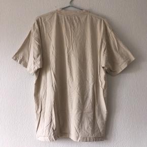 Beige t-shirt fra Pineapple, str. XL/42
