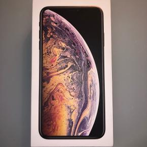 Sælger min iPhone xs max med 512 GB.Den er 2 måneder gammel og der er ikke en eneste ridse på den, da jeg altid har brugt cover og panserglas.  Der medfølger æske samt oplader og et helt nyt sæt høretelefoner.  Den kan afhentet i Rudkøbing eller Odense.  NP: 13.000 kr MP: 8.500 kr  Ellers BYD!😊