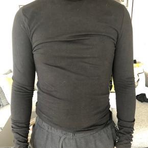 Sælger disse to højhalsede bluser fra asos for min kæreste. Købes samlet 😊