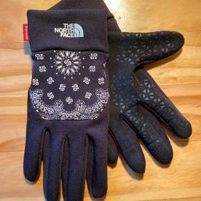 Supreme x TNF ETip handsker Black Bandana colorway LARGE Brugt en enkelt gang, ingen tegn på slid