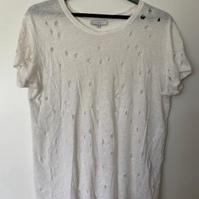 Super fin t-shirt Iro, brugt men stadig i fin stand.