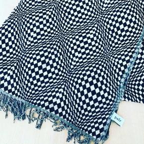 Helt nyt lækkert Tørklæde/ halstørklæde fra Apair  100%uld  nypris 800 sælges for 300kr