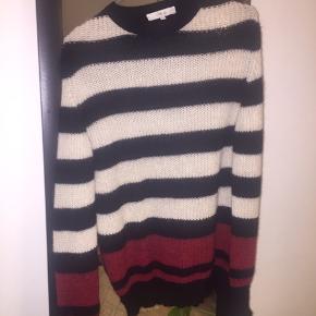 Flotteste sweather fra Iro. Sælges da jeg ikke får den brugt...  trøjen er i en xs men er stor i størrelsen.