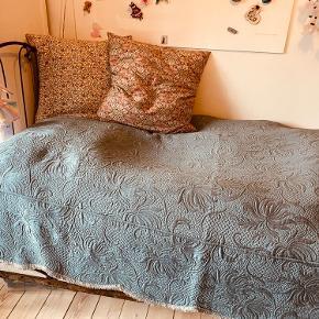 Vintage sengetæppe har 2 stk  300 pr stk