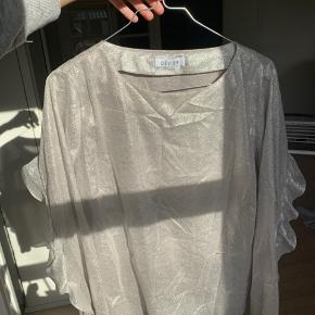 Flot bluse i sølv fra mærket Deniver, købt i Samsøe. BYD   #30dayssellout