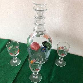 JUBILÆUMSKARAFFEL  mundblæst + 3 tilhørende glas HG7. Mrk. 1870 - 50 års. Jubilæum. Nr. 402 (kun produceret i 2000 eksemplarer) Højde 28.5 cm | kr. 900.- 3 tilhørende glas - 145,- / stk. Evt. lev. i Kbh.