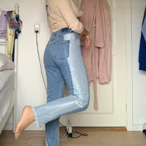 Sælger de her vildt søde jeans fra Monki, da jeg desværre ikke får dem brugt længere🤷🏼♀️  De står til størrelse 27, men fitter snildt en 26.  Jeg er 164 høj🤍  Skriv for mere info og byd endelig