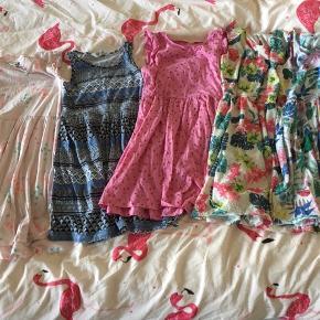 Summer kjole til din pige str 134/140. Fint stand. 50kr Per stk eller byd.