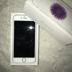 Sælger min IPhone 6 i sølv. Der er smadret lidt i bunden, men intet man ligger mærke til.  Den fungere helt fint og sælger kun pga. jeg har fået en ny mobil  Kom med et bud :)