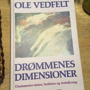 Drømmenes dimensioner, Ole Vedfelt, drømmenes væsen, funktion og fortolkning. Gyldendals bogklubber. 2. Udg. 1994. 60kr Kan hentes kbh v eller sendes for 40kr dao