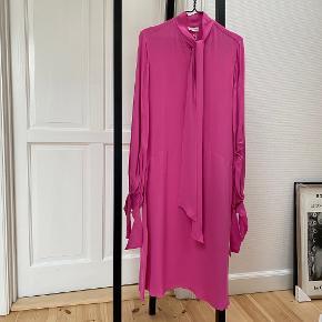 Smuk kjole fra By Malene Birger. Aldrig brugt. Ingen bytte.