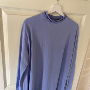 Sælger min acne studios trøje, da den desværre er for stor. Det er en str. S. Den er næsten ikke brugt, byd endelig.