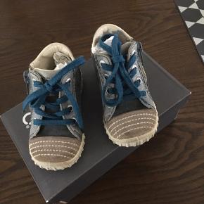 Nypris på skoene er 550.