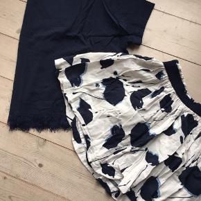 Skønt sæt - nederdel har flot vidde og langærmet bluse der har stræk.  Meget flot.  75 kr - for sættet, sælges kun samlet.  Jeg bytter ikke. Prisen er fast