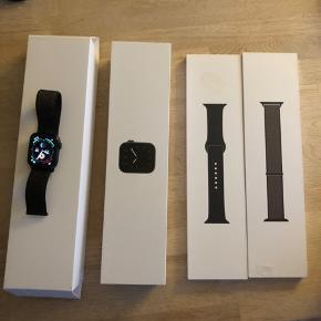 Sælger dette helt nye apple watch Series 5 sort 40mm aldrig brugt der medfølger sort sports rem i velkro super lækkert købte samme dag som uret skriv på 31621376 hvis det skulle være noget for dig