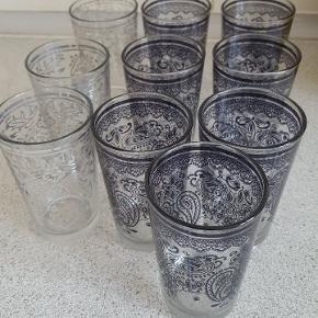10 glas med mønster.  Sælges samlet