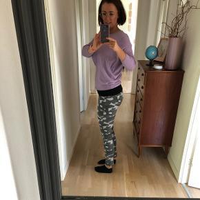 Helt nye Ivy army lysegrå jeans med prismærke Nypris 800 kr Fortrudt købet og tiden er overskredet for bytning.