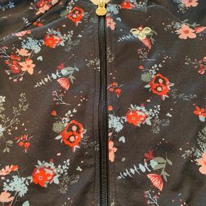 Rigtig sød Hummel trøje med blomster