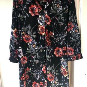 Flot skjorte/ kimono ... Bredde 68x68 Længde 89