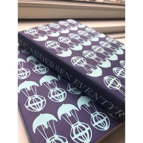 Smuk H. C. Andersen eventyr bog  Sort/hvid tegninger  Perfekt stand  Købt i midt 90'erne (Flere H. C. Andersen bøger til salg)