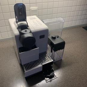 Nespresso kaffemaskine. Rengjordt og afkalket, virker perfekt og opfylder stadig opvarmnings hastighed osv.  Ny pris - 2300kr