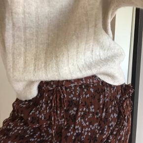 Vildt smuk Ganni nederdel.