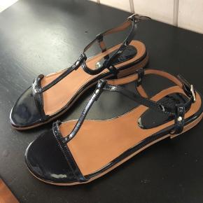 Flot og ubrugt sandal fra Billi bi str 38 Pris idé 400, men bud modtages 😊