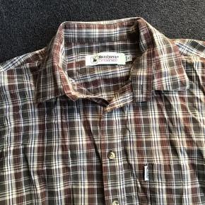 Lækker skjorte fra Deerhunter sælges billigt.