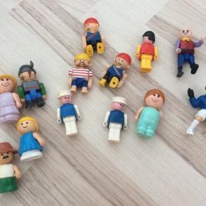 Super figurer til leg på græs, i sand, indenfor osv. En god blanding! Mener nogle af dem er fra LEGO?!!
