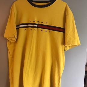 Fitter oversize - fed retro T-shirt 💛   (Køb i dag og få 10% !)