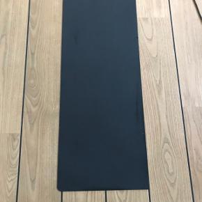 Gulv plade til at ligge foran pejsen i stål L 99 cm x d 40 cm  Afhentes 9520 Skørping