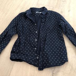 Rigtig fin skjorte fra Wheat med små print af anker.  Fra dyre- og røgfrit hjem. Sender gerne med dao eller post nord. Prisen er plus porto.