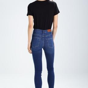 """Vero Moda """"VM Sophia"""" jeans - size L 30. Only worn once. Selling because I need a different size. Slim fit & high waist ✨"""